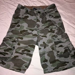 Boys OshKosh Camouflage Cargo Shorts Sz 5
